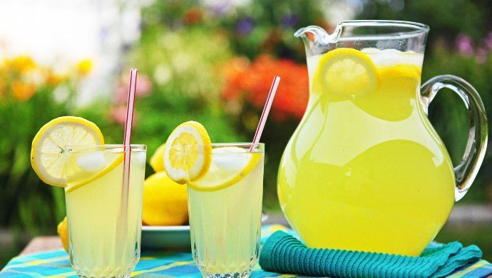 Singapore scientists uses a special tumbler to mimic the taste of the lemonade.