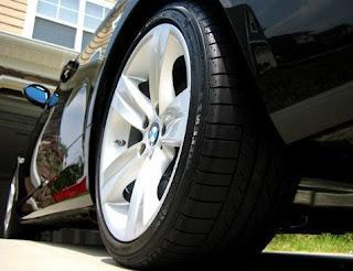 salah satu cara untuk mempercantik tampilan mobil ataupun motor yang kita miliki ialah de Merk Semir Ban Terbaik Dan Terbagus