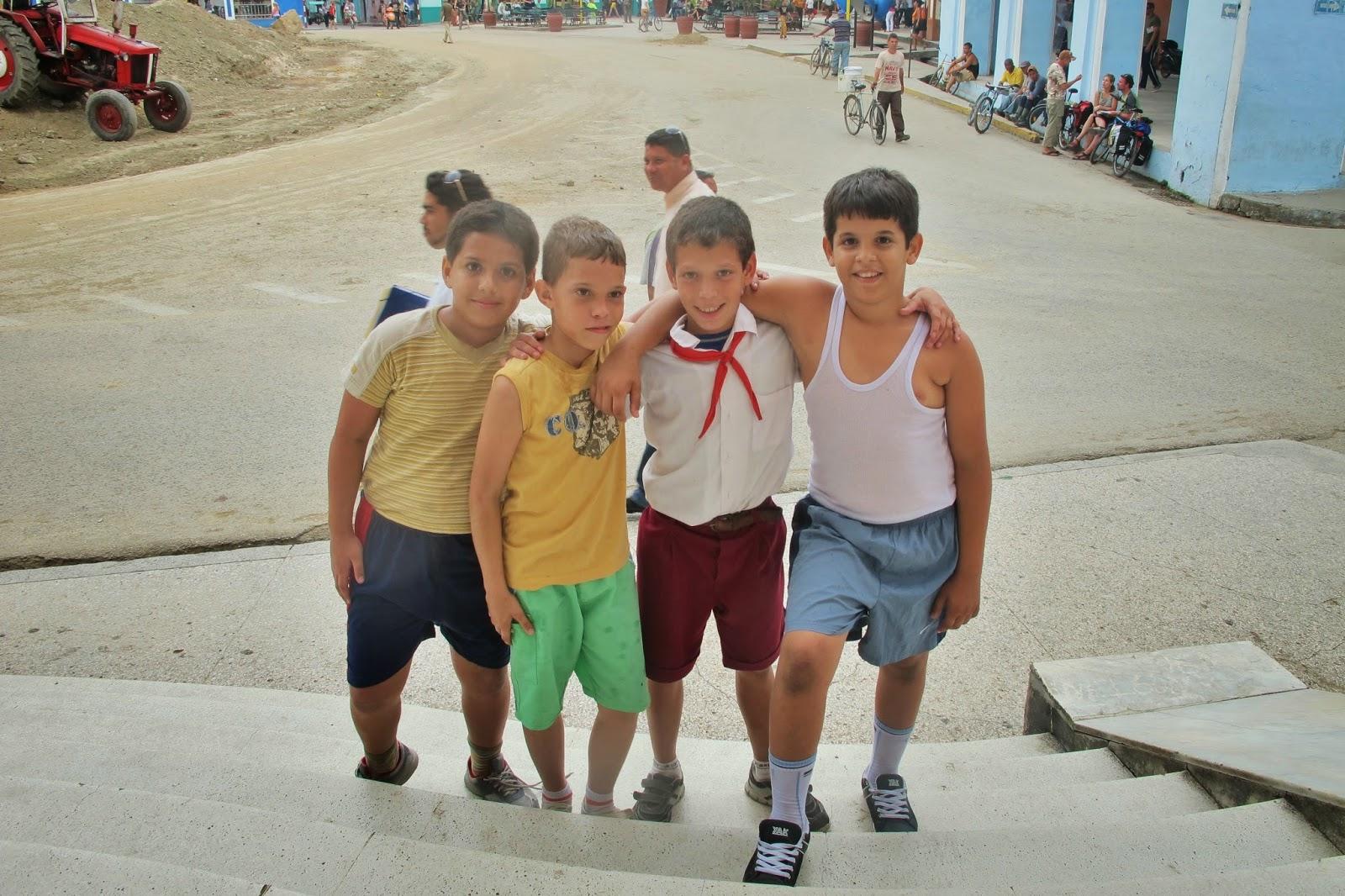 Estudantes nativos de Sanctu Spiritus, na região central de Cuba
