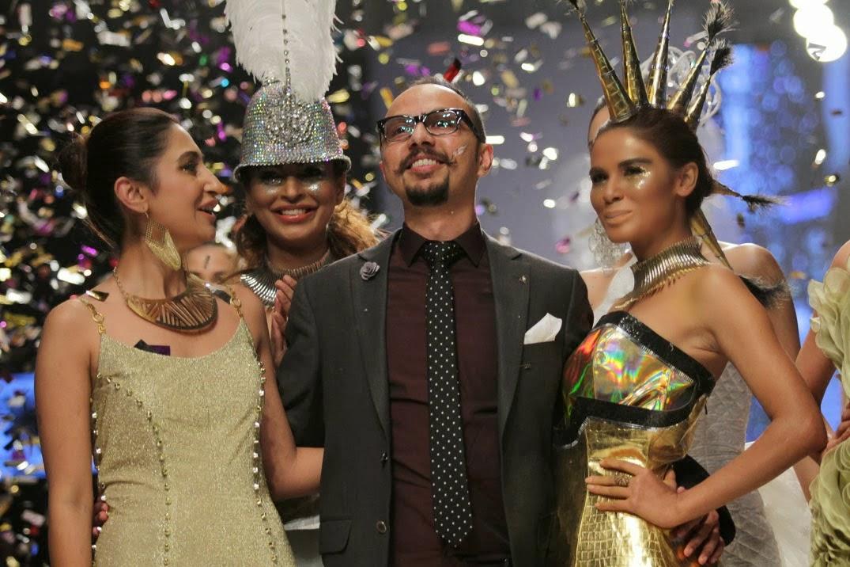 nomi ansari with the models