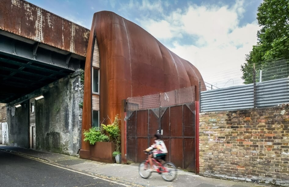 10-Inconspicuous-external-Profile-19th-Century-Rail-Viaduct-House-Reclaimed-Space-Architecture-www-designstack-co