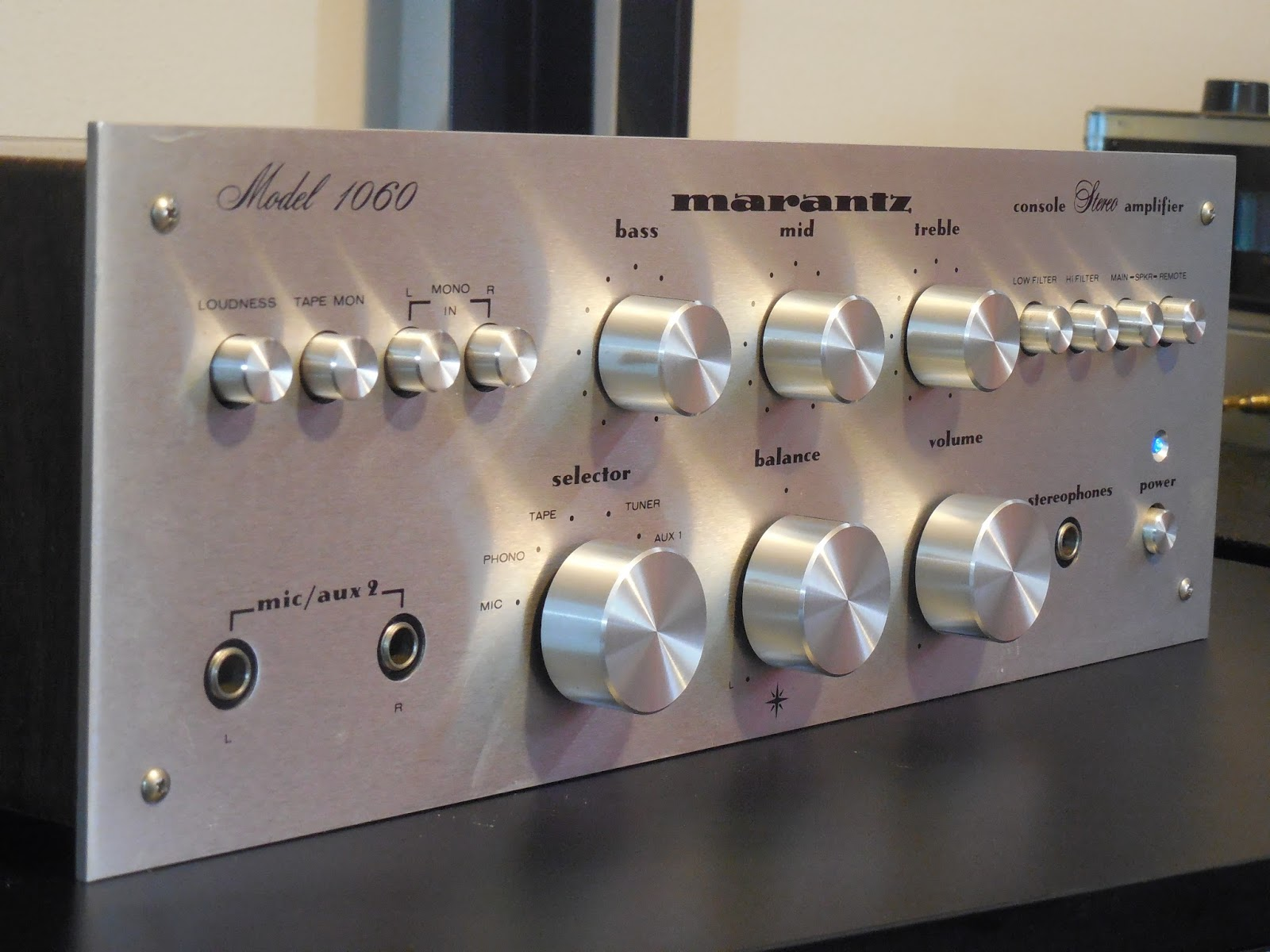 Vintage Hi Fi Audio Restorations June 2016 25w Hifi Amplifier With Mosfet Today We Are Showcasing A Marantz 1060 Integrated The Is By Far One Of Most Well Regarded Amplifiers Period