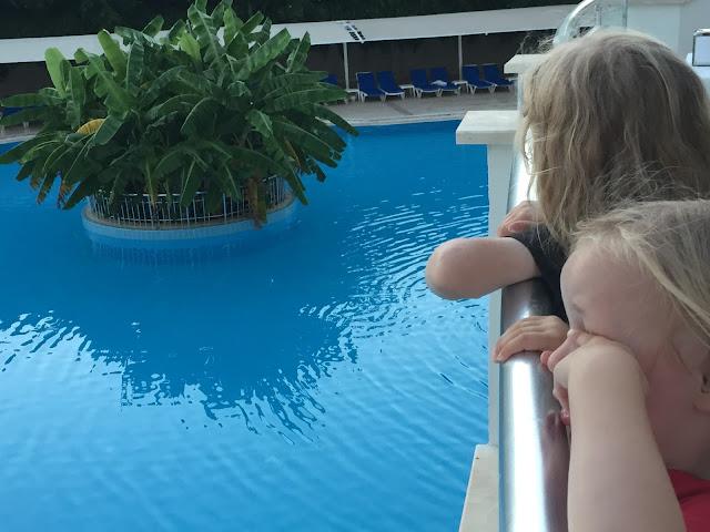 Side Serenis - Pool