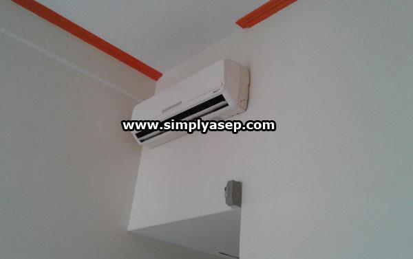 PENDINGIN RUANGAN : Faslitas standar AC dengan suhu yang bisa diatur  juga tersedia di Hotel Sentosa Singkawang. Foto Asep Haryono