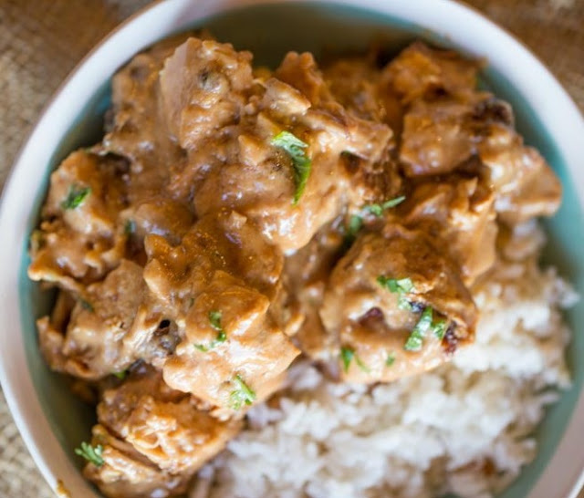 Slow Cooker Thai Peanut Chicken #dinner #chicken