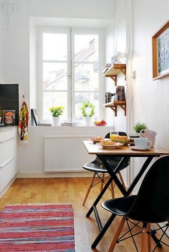 Mesa pequeña con sillas