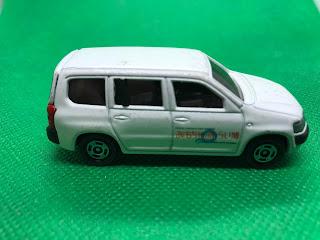 トヨタ プロボックス のおんぼろミニカーを側面から撮影