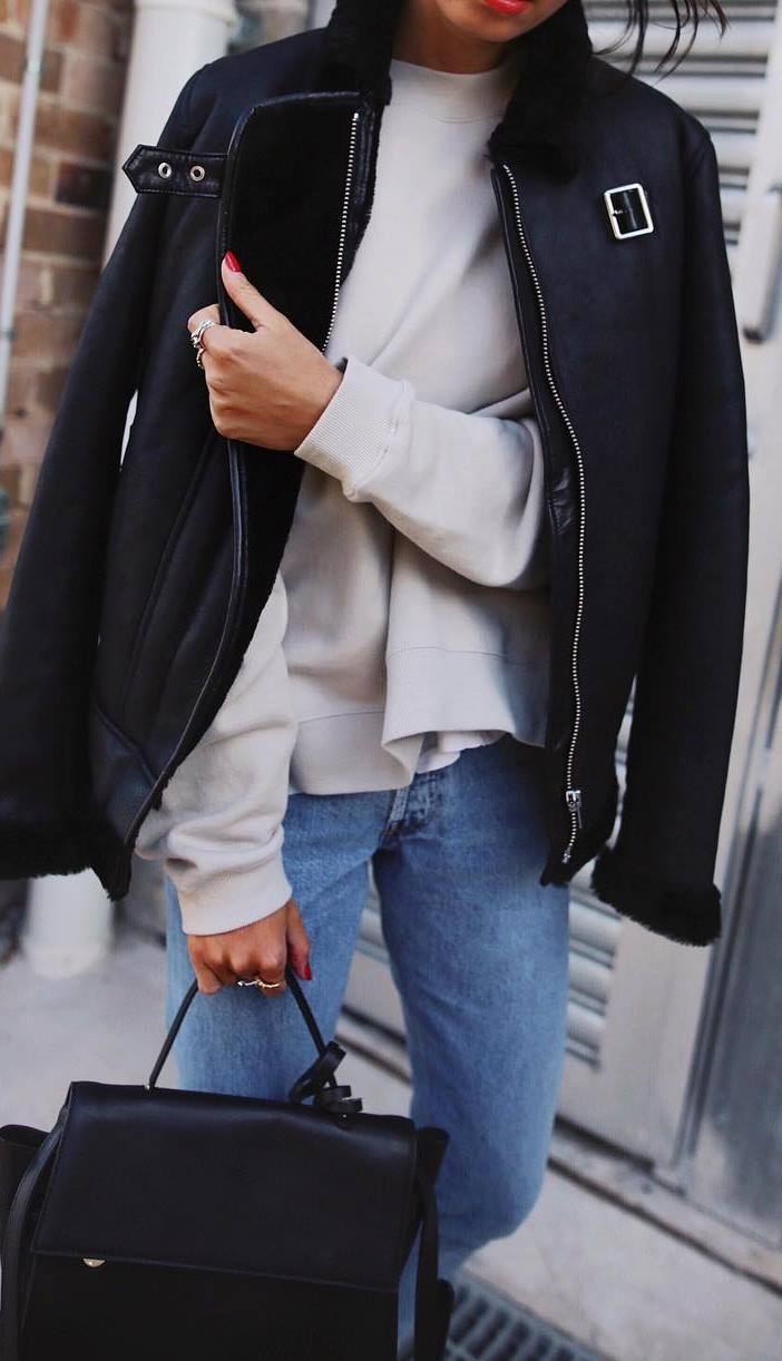 cute fall outfit idea_black jacket + sweatshirt + bag + jeans