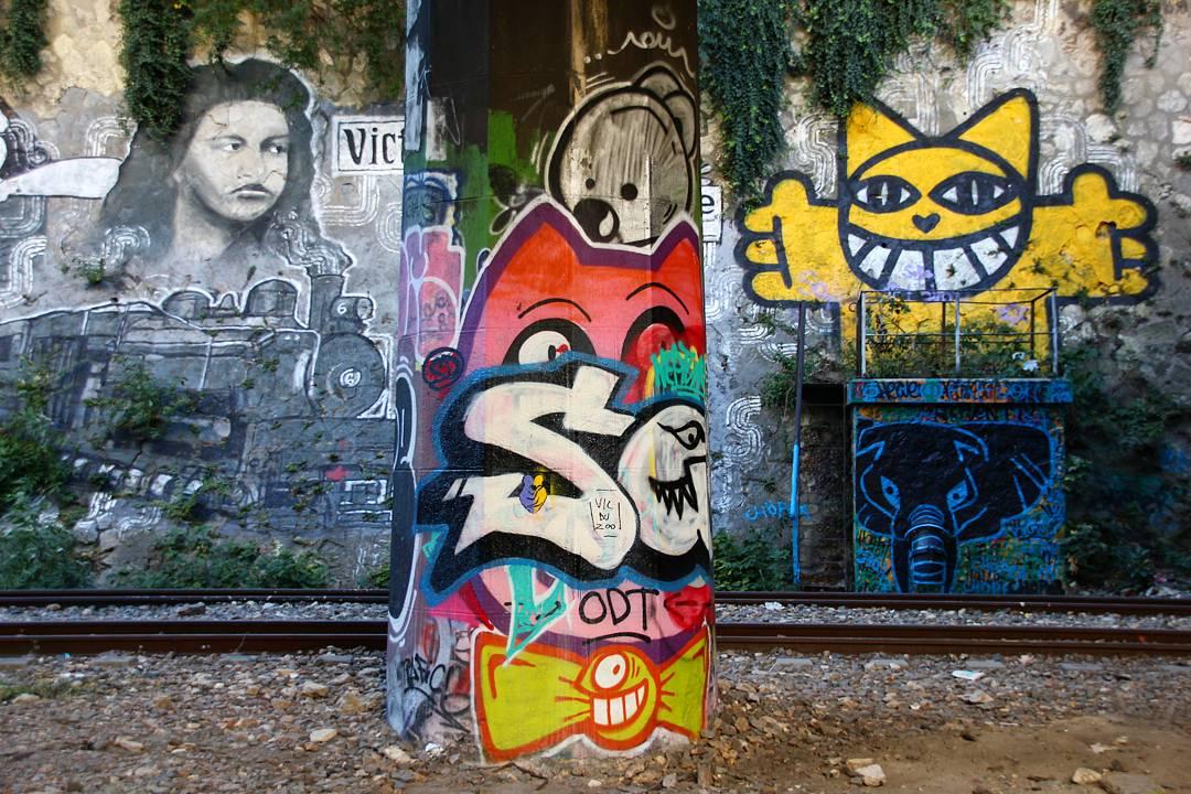 Graffitis de Monsieur chat et pez, deux street artistes parisiens.