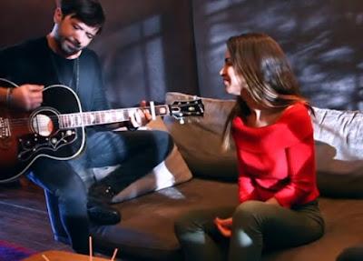 feride hilal akın sesinde aşk var şarkı sözleri