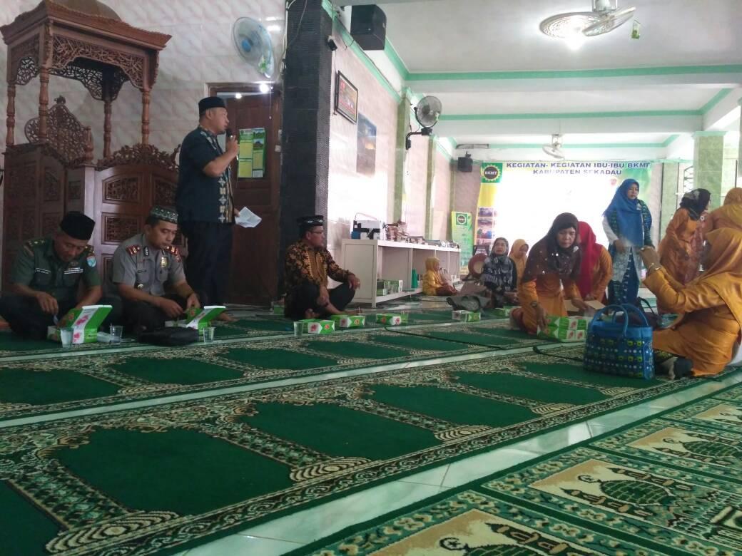 Kehadiran Saparudin,SP. Diacara Isra' Mi'raj Membawa Angin Segar untuk Sekretariat BKMT