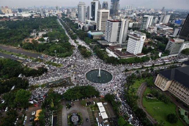 berita terbaru Yusril sesali Jokowi yang enggan menemui jutaan muslim di istana negara terkait masalah penistaan agama oleh Ahok.