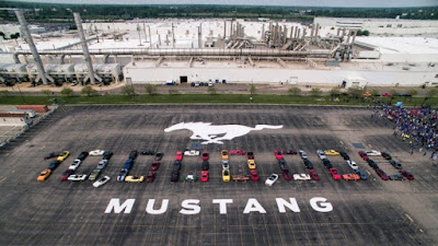 Formation of cars celebrating the 10 millionth Ford Mustang
