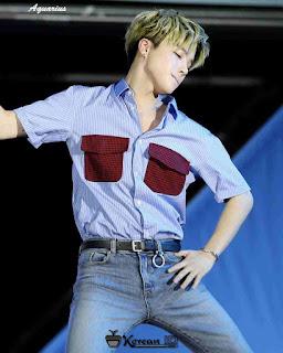 Foto Jinhwan iKON Keren Diatas panggung