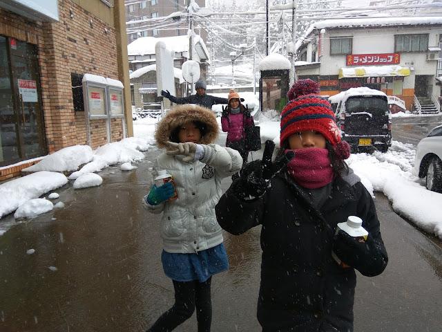 越後湯澤是一直到五月都有雪的雪國喔!可以玩雪又可以泡溫,超推薦這裡的喔!