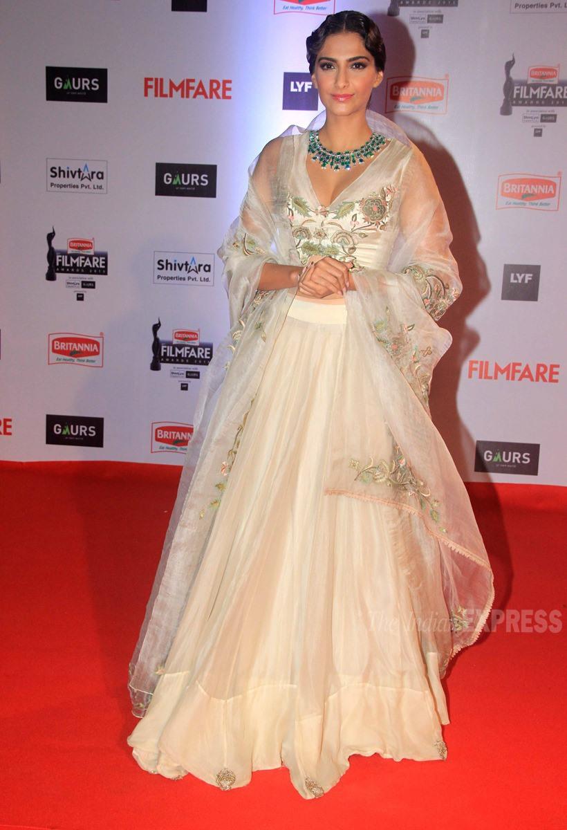 Sonam Kapoor at Filmfare Awards 2016, Filmfare awards 2016 best dressed