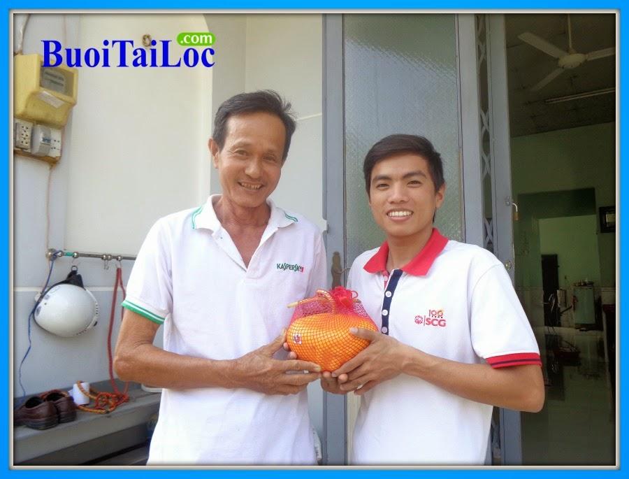 nguyen-thanh-long-mua-dua-hau-thoi-vang-ong-TRAN-THANH-LIEM-lam-qua-tet-doc-dao