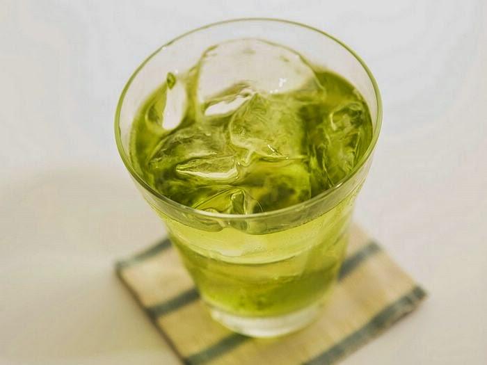 Preparing Iced Green Tea