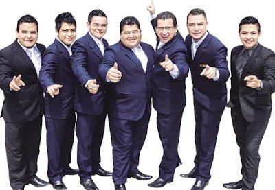 Foto de Armonía 10 posando para fans