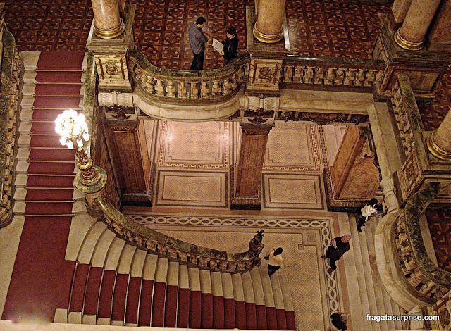 Saguão principal e escadarias do Theatro Municipal do Rio de Janeiro