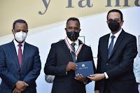 Ganador de la medalla de Plata a la Excelencia Magisterial 2020 reconoce logros de la Revolución Educativa