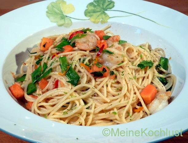 spaghetti with prawns lime and chili oil