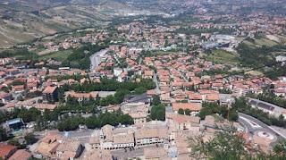 Borgo Maggiore desde San Marino.