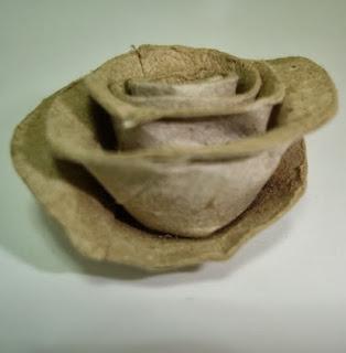 http://enganchadaalreciclaje.blogspot.com.es/2014/01/rosas-con-tubos-de-papel-higienico.html