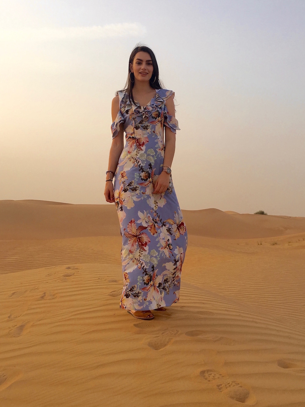 peexo travel blogger dubai desert