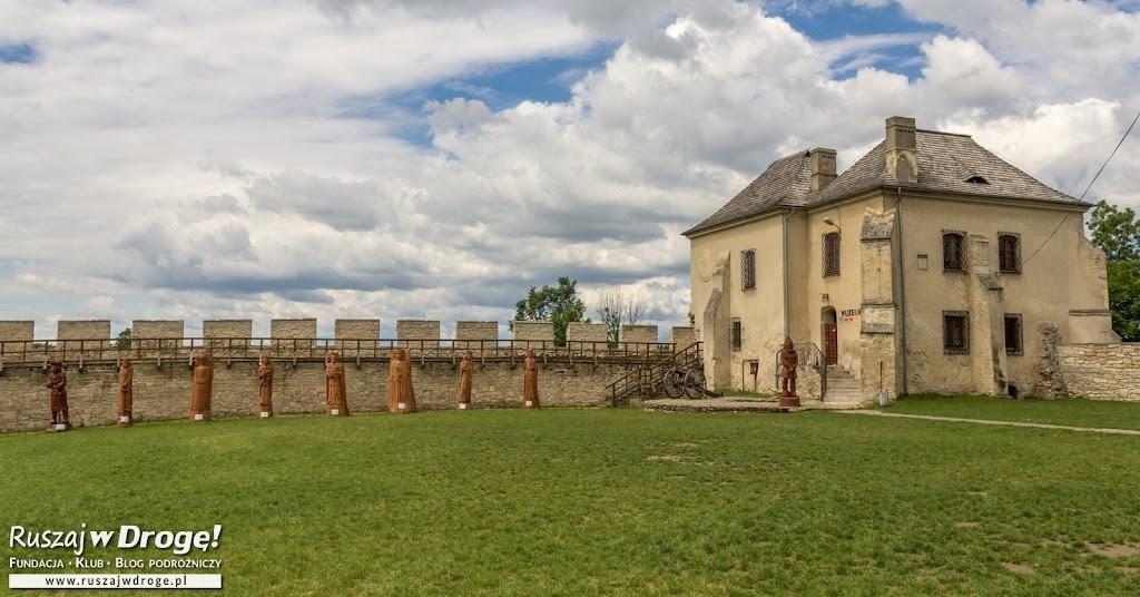 Szydłów - odnowione mury obronne wokół miasta
