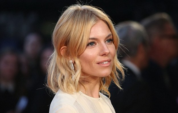 Sienna Miller at High Rise premiere Red carpet, Indian fashion blogger, Chamber of Beauty