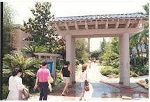 Original Disneyland Hotel 1985 Oriental Gardens