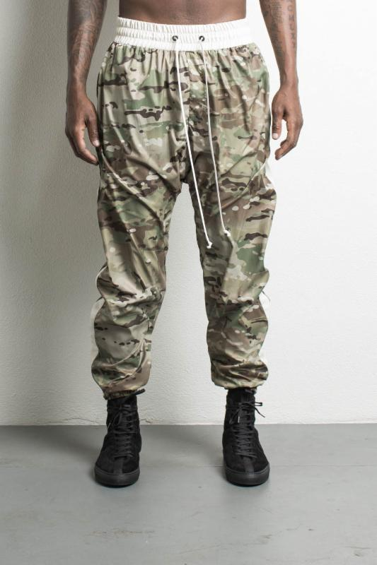 parachute track pant in camo