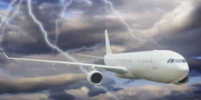petir juga bisa membahayakan pesawat