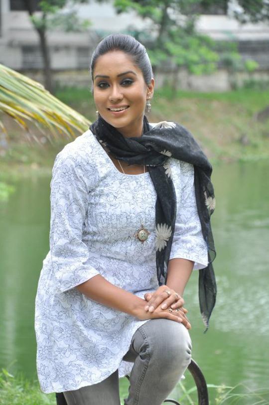 Bangladeshi Actress Zakia Bari Momo Hot And Sexy Photos -7976