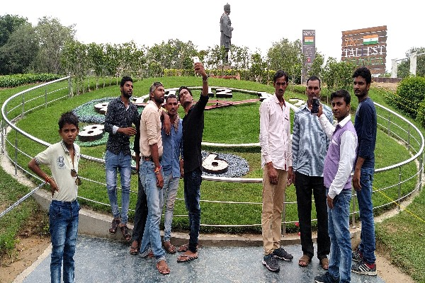 sector-12-town-park-flower-watch-selfie-point-faridabad