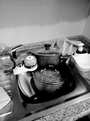 Il lavello di casa mia alle 18:54 di oggi: correlativo oggettivo perfetto di una giornata di merda.