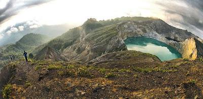 Pemandangan Danau Kelimutu