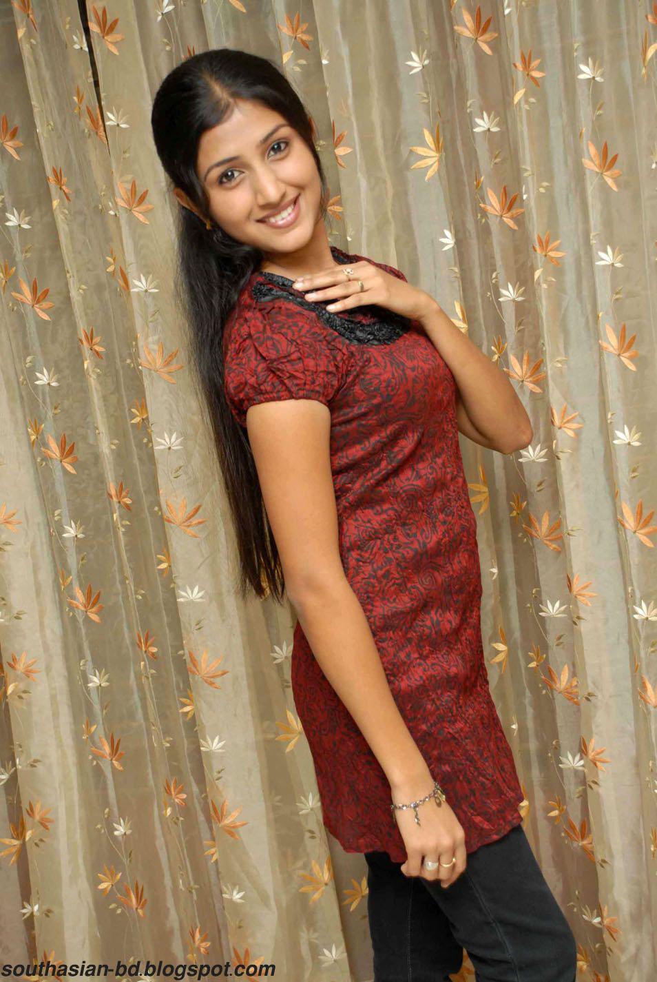 F Alphabet Cute Wallpapers Desi Model Supritha Latest Stills Pics Wallpaper Telugu