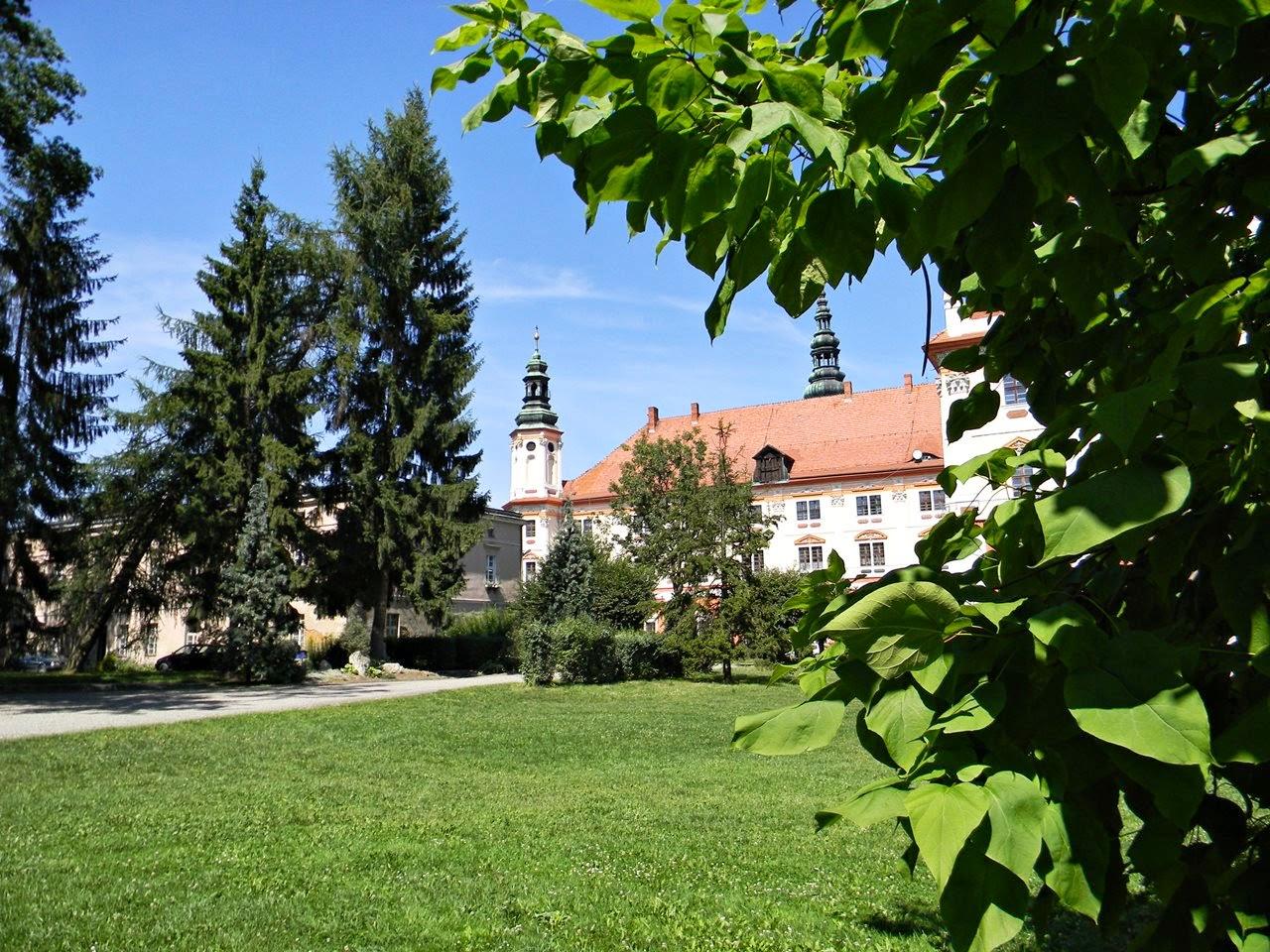 zieleń, park, klasztor, kościół, zwiedzanie
