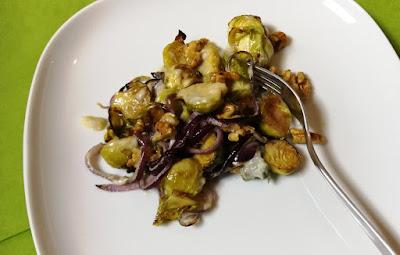 Gebackener Rosenkohl mit Gorgonzola und Walnüssen