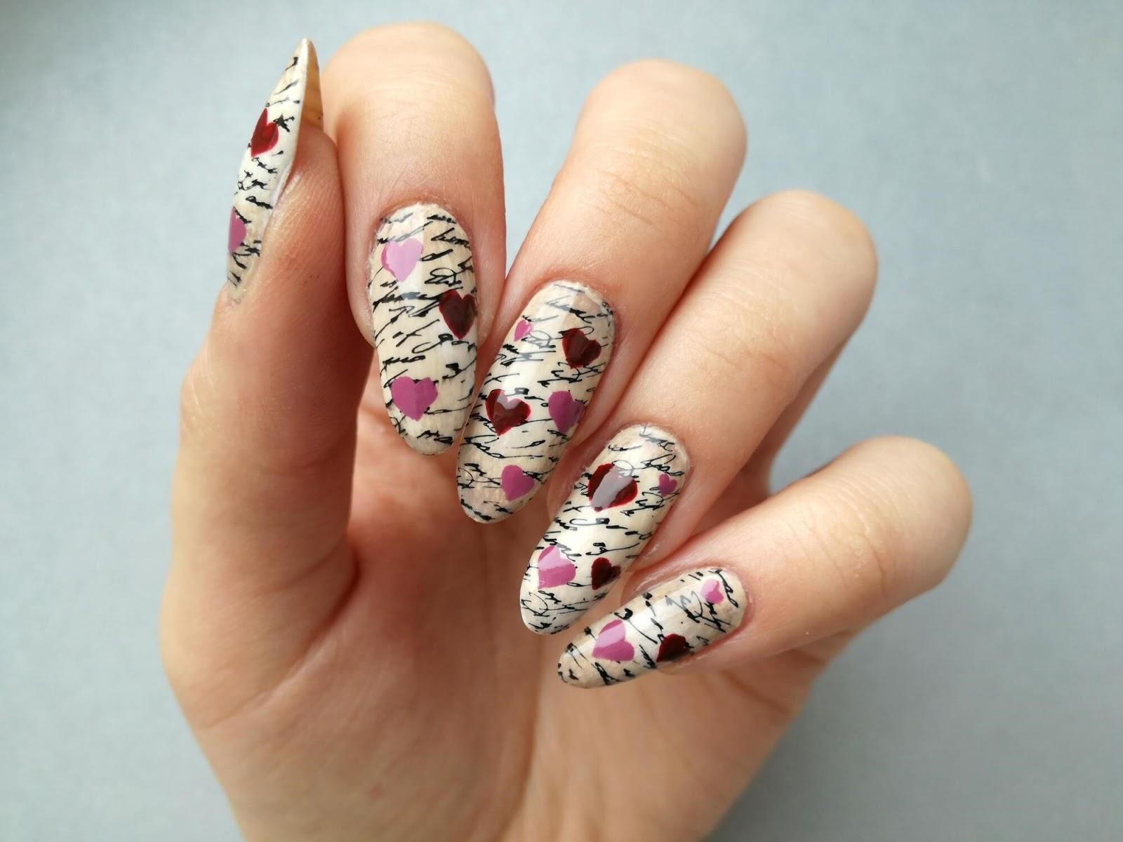 paznokcie w serduszka retro
