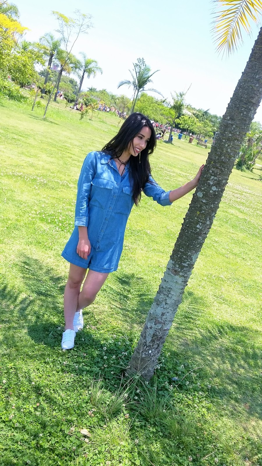 Look do Dia: Macaquinho Jeans com Tênis Branco