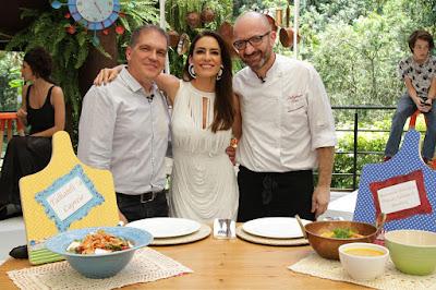 O crítico Arnaldo Lorençato, Ticiana e o chef Salvatore (Crédito: Gabriel Gabe)