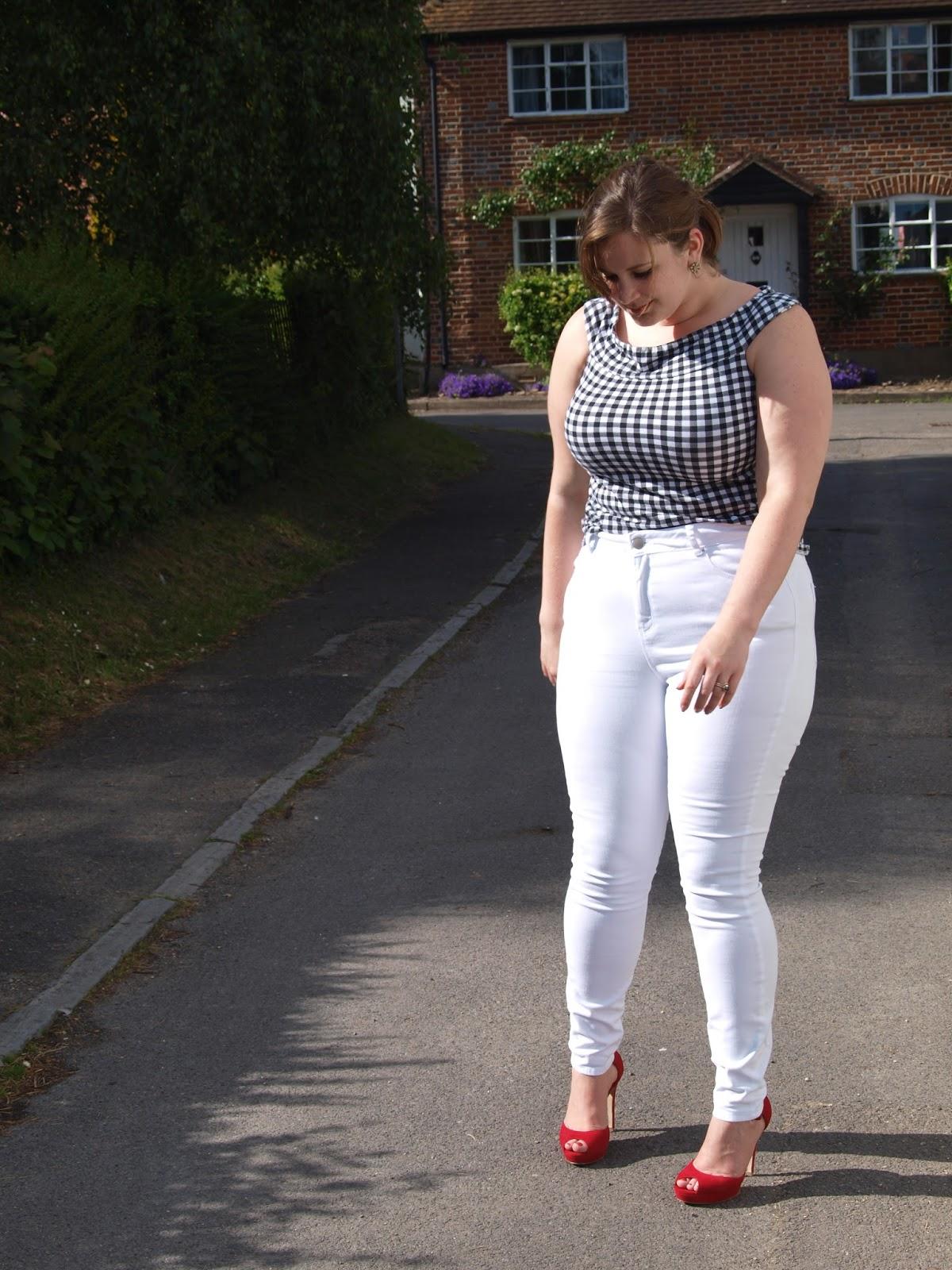 Curvy Girl In Skinny Jeans
