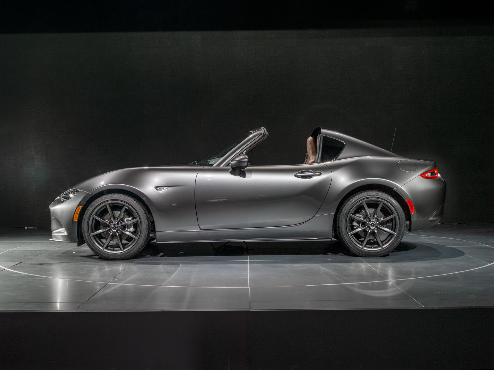 mazda mx 5 rf launch edition priced from 33 850. Black Bedroom Furniture Sets. Home Design Ideas