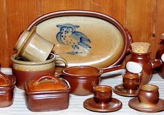 Contoh Kerajinan Keramik Asal Plered, Purwakarta sebagai salah satu contoh KERAJINAN KERAMIK NUSANTARA (10 CONTOH DAN KETERANGANNYA)