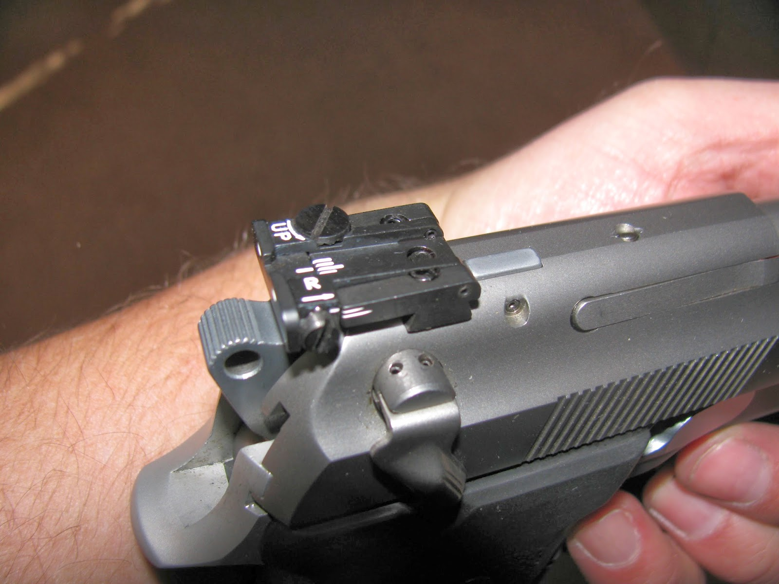 how to change rear sights on beretta 92fs