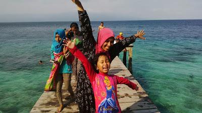 cara menikmati indahnya pantai indonesia
