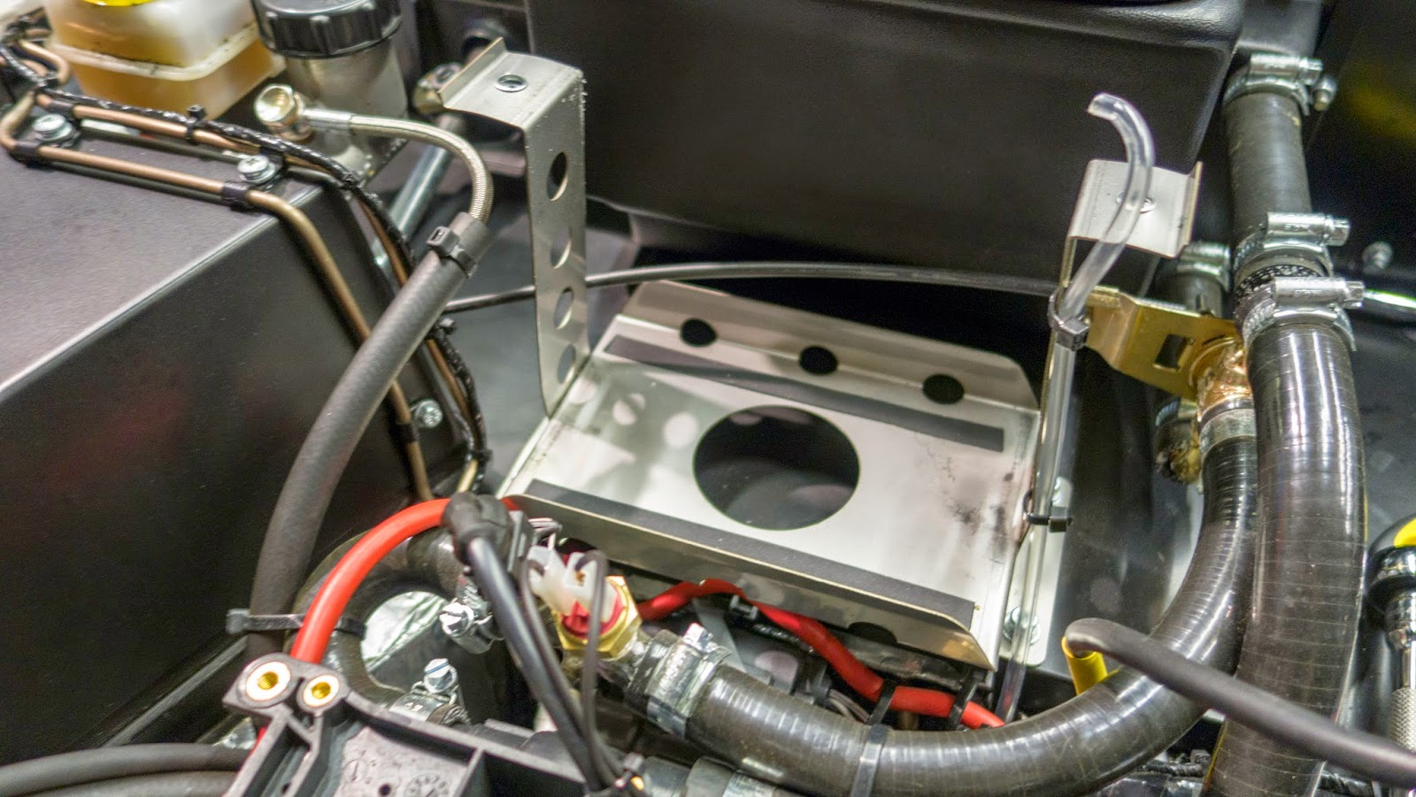 Standard Battery Tray in Caterham R500.